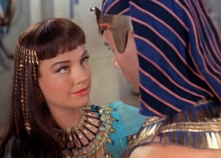 anne_baxter_and_yul_brynner_in_the_ten_commandments_film_trailer