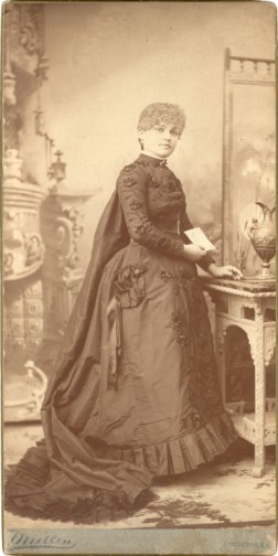 Belle Brezing in a formal studio portrait. (Courtesy of The Belle Brezing Photographic Collection, Special Collections, University of Kentucky)
