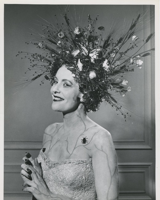 FIG 46 Prize-winning headdress by Valerian Rybar, Bal de Tête, 1940s